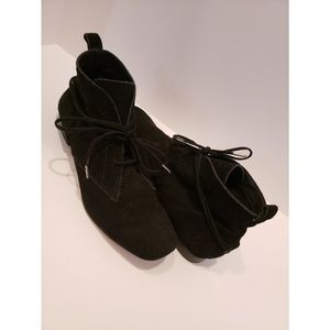 Elizabeth & James black suede booties